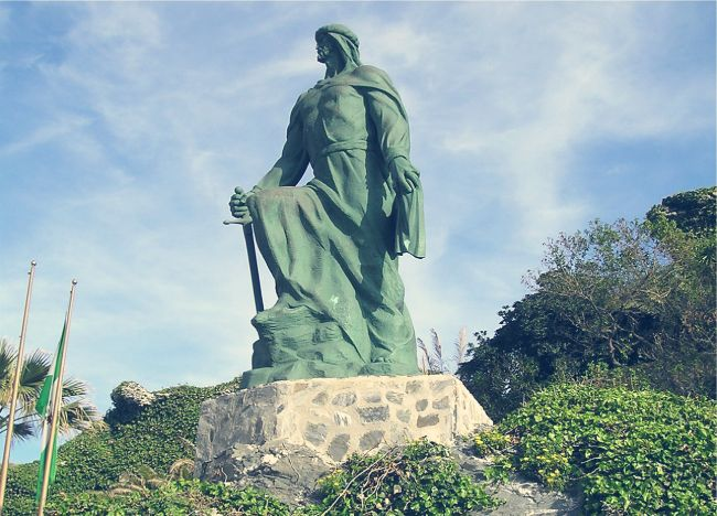estatua de Abderraman I en almuñecar granada